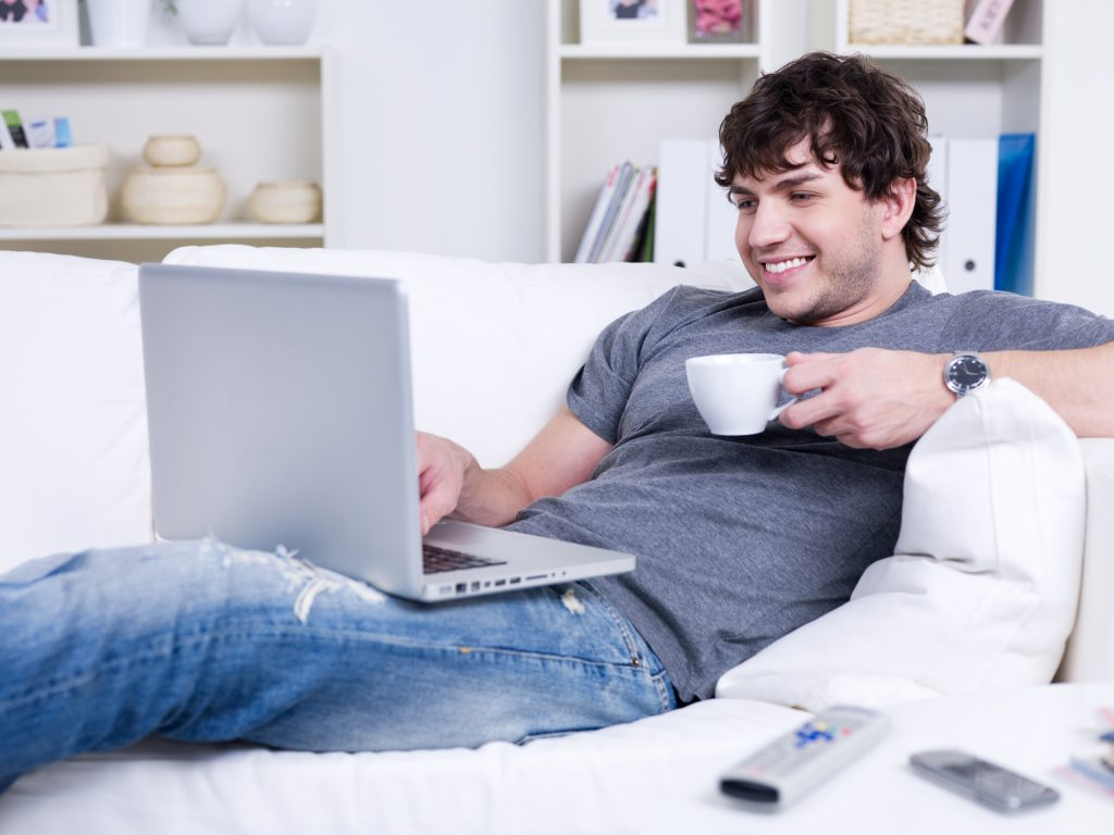 Karantén a kanapédon: otthoni távmunka=boldogság