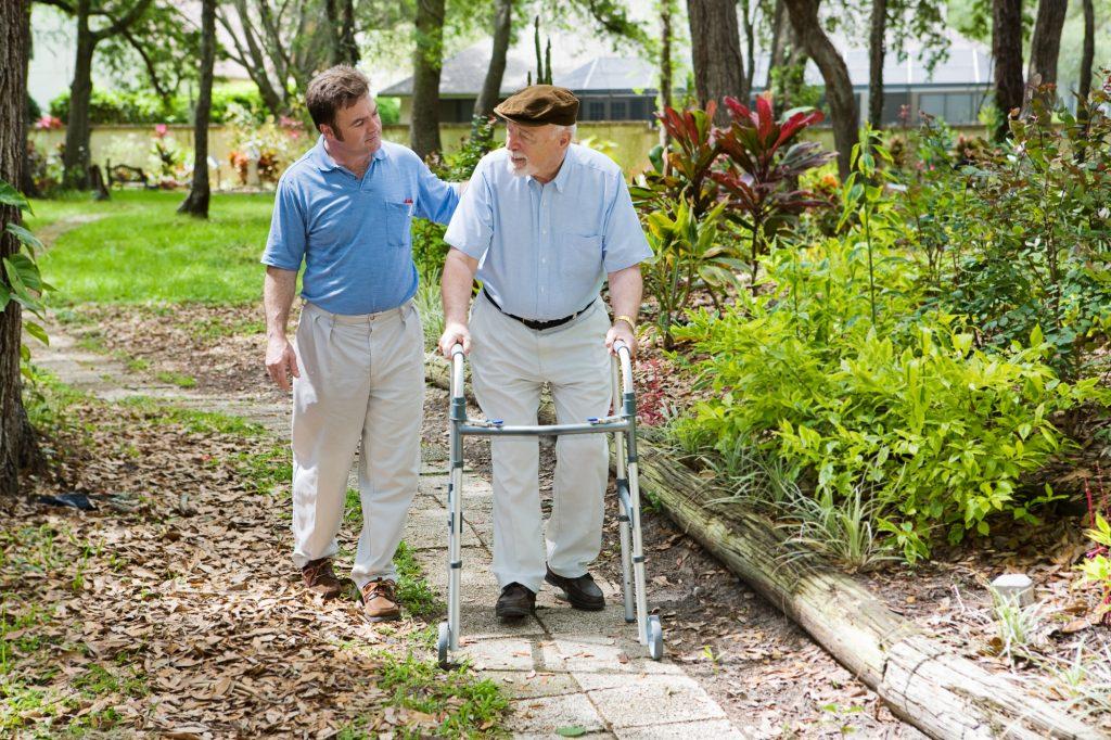 A házi ápolás nem szakítja ki az időseket a környezetükből