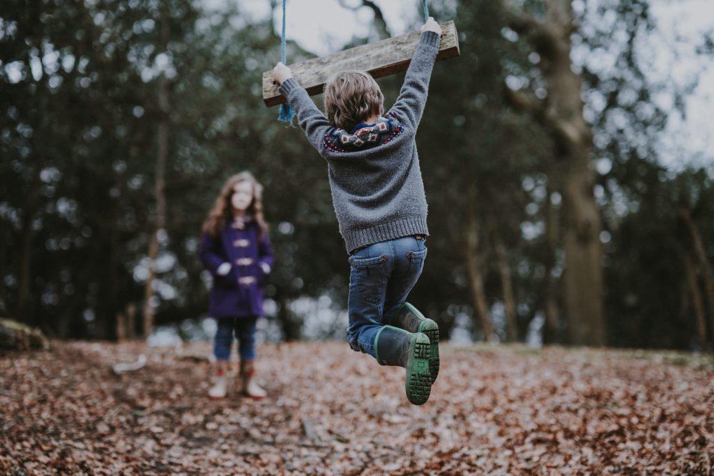 Aktív gyermekfelügyelet: a bébiszitter lépést tud tartani a gyerekkel